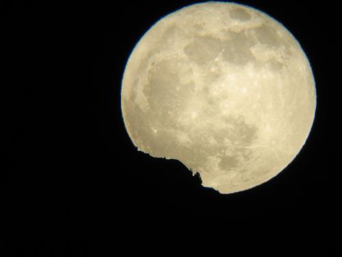 Full moon rising 6/6 by <a href=